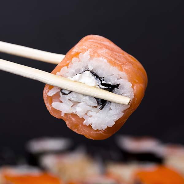 sushi och pinnar